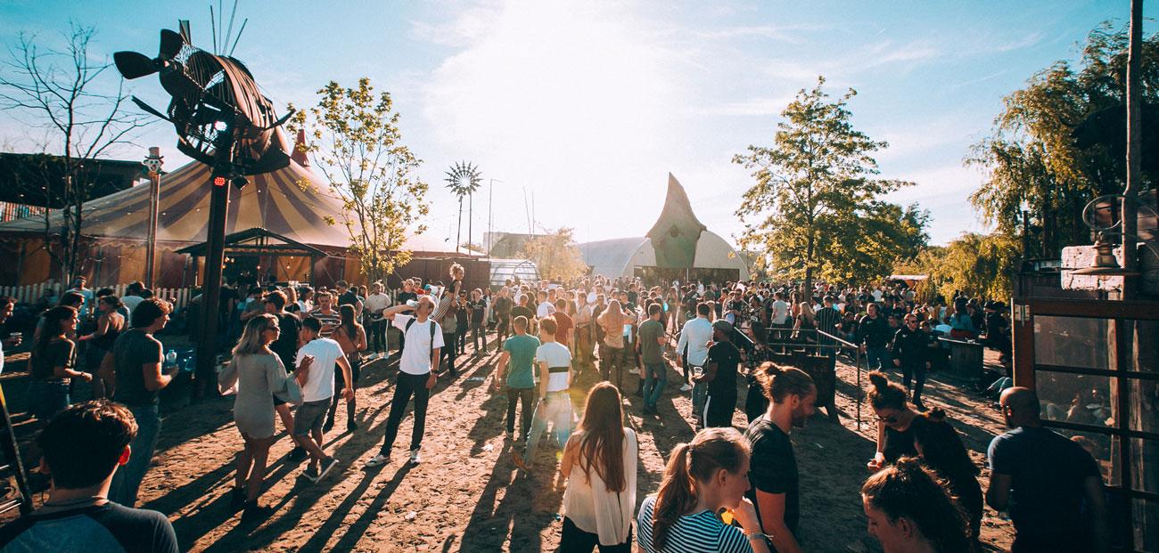 Mainstage - Festiva 2l - Thuishaven